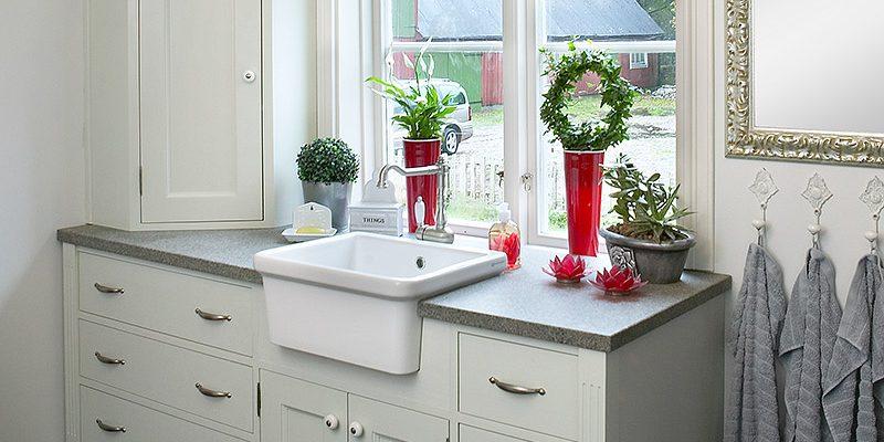 Vi kan göra lika skräddarsydda lösningar för ditt badrum som för ditt kök.